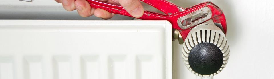 cv monteur Vlaardingen draait radiatorknop vast